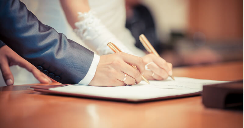 デザイン入りの婚姻届を使う